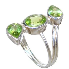 Stunning Peridot Sterling Silver Ring size P