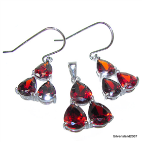 Extravagant Fabulous Royal Garnet Sterling Silver Set
