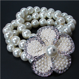 Large Glamorous Pearl Stretch Bracelet